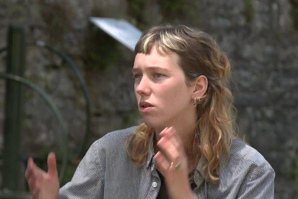 Lola attend avec détermination son procès le 26 juin à Bayonne. Le policier qui a tiré et l'a touché au visage doit répondre de son geste.