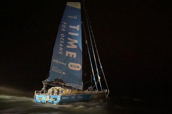 Le navigateur de Boulogne-Billancourt boucle le tour du monde en 95 jours.