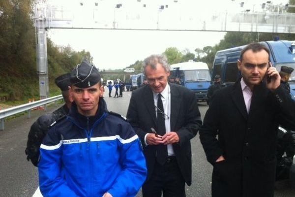 Le préfet du Finistère vient constater les dégâts à Pont-de-Buis après les affrontements de samedi
