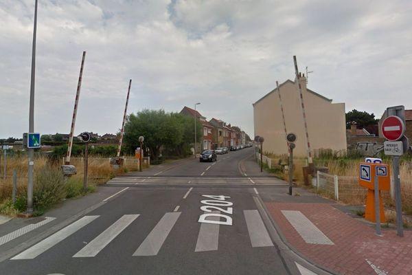 Le cycliste a été percuté sur le passage à niveau 186, rue Félix Coquelle à Dunkerque.