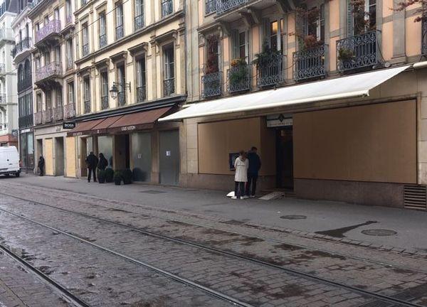 Plusieurs boutiques  du centre-ville de Strasbourg ont été barricadées