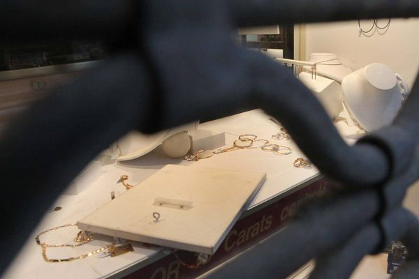 Illustration de braquage d'une bijouterie