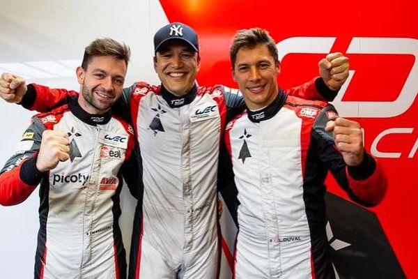 Sur sa page Facebook, Matthieu Vaxiviere s'affiche avec ses coéquipiers Loïc Duval et François Perrodo.