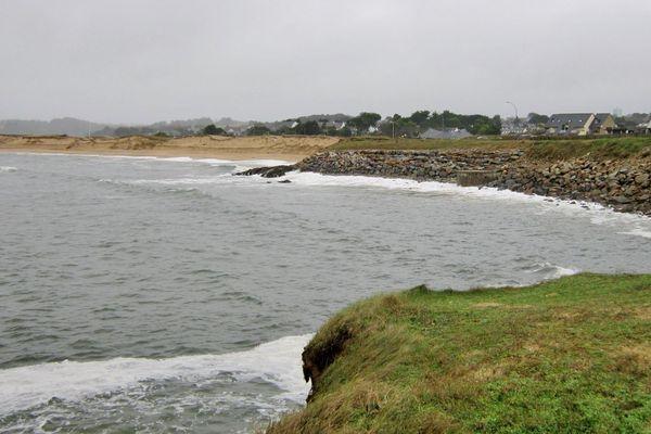 C'est sur la plage de la falaise que le corps non-identifié a été découvert le 3 septembre