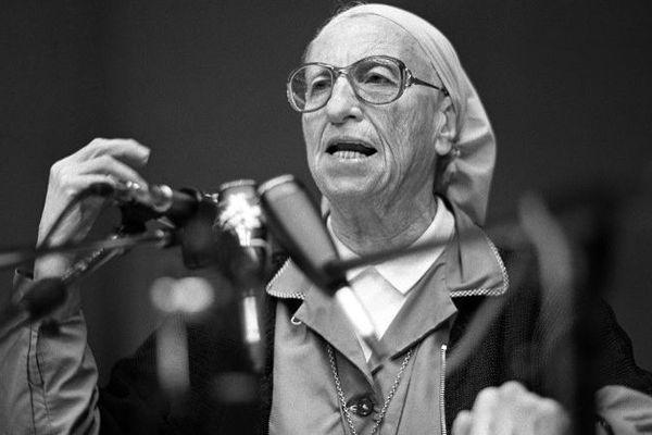 Le 20 octobre 2008, Madeleine Cinquin s'était éteinte à 99 ans. Aujourd'hui, les hommages se multiplient. Dans le Var, la commune de Caillan va donner le nom de « sœur Emmanuelle » à un square.