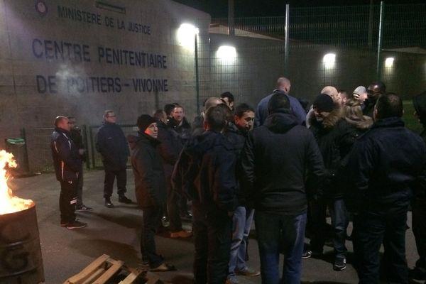 Manifestations de gardiens de prison ce matin devant le centre pénitentiaire de Poitiers-Vivonne