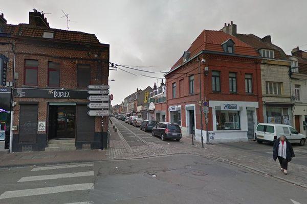 Entrée de la rue Jules Guesde (en face), dans le quartier de Wazemmes à Lille.