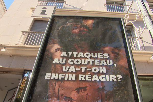 Les affiches sont visibles à Béziers depuis vendredi.