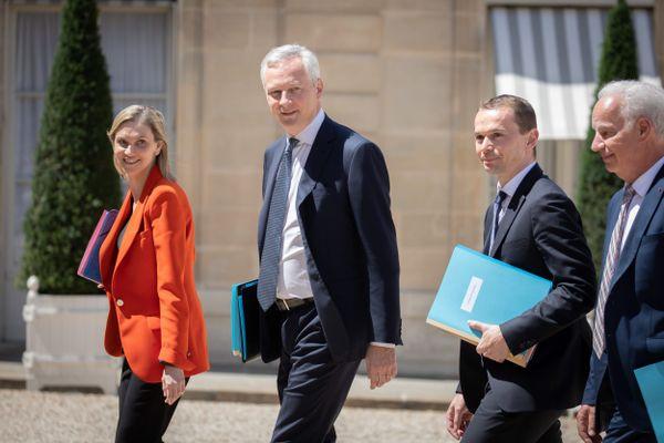 Agnès Pannier-Runacher, ministre déléguée auprès du ministre de l'Economie, des Finances et de la Relance, chargée de l'Industrie (à gauche), se rendra lundi après-midi à Lannion.