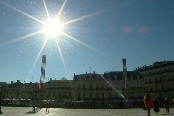 Montpellier - soleil sur la place de la Comédie - archives