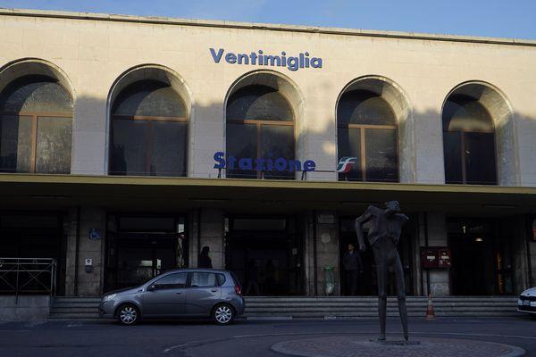 La gare de Vintimille (Italie).