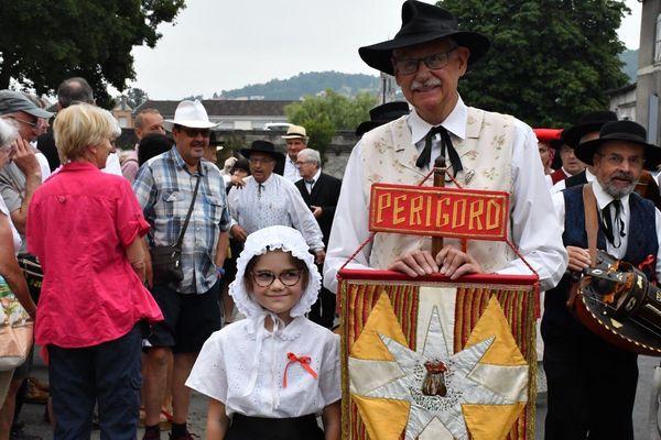Départ du traditionnel défilé de la 100ème édition de la Félibrée à Périgueux.