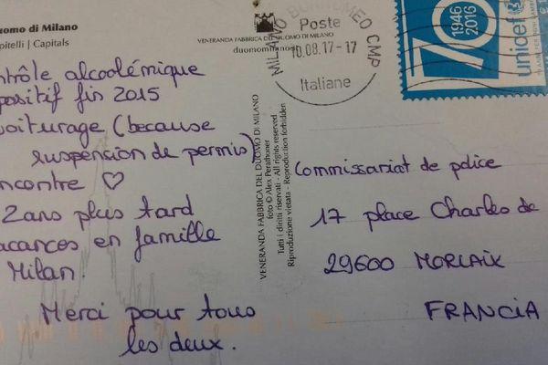 La carte postale a été envoyée de Milan en Italie le 10 août à destination du commissariat de Morlaix