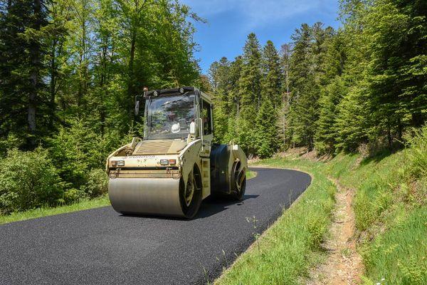 Des travaux routiers ont été réalisés dans la Nièvre, notamment sur la D197, entre Glux-en-Glenne et Château-Chinon.
