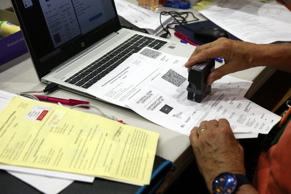 Une quinzaine de faux certificats auraient été établis par les deux vacataires
