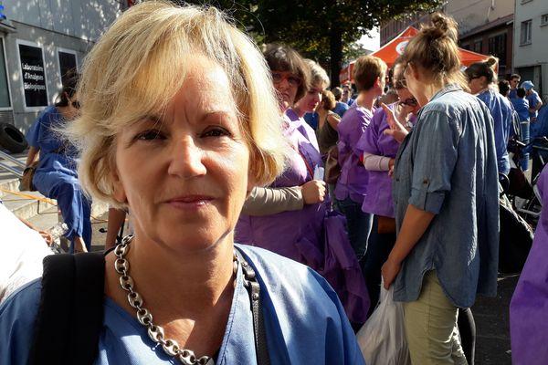 """Valérie Lacassagne, sage-femme, dit vouloir """"mieux pour les patients"""""""