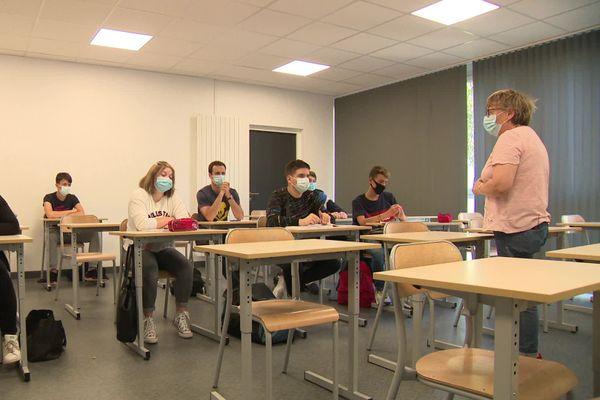 """Des élèves assistent à une """"prépa apprentissage"""" à Arques-la-Bataille, en Seine-Maritime."""