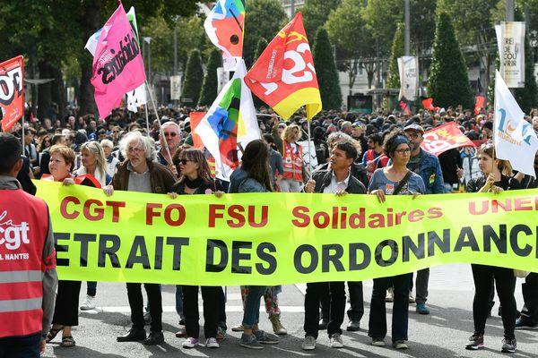 Les syndicats CGT, FO, FSU, Solidaires et Unef rassemblés derrière une même bannière lors de la manifestation du 12 septembre à Nantes.