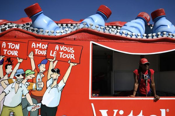 Certaines marques tentent de réduire l'impact écologique de leur passage sur les routes françaises.