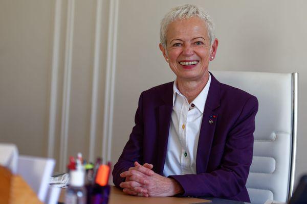 Brigitte Klinkert, le 26 novembre 2020, dans son bureau de ministre déléguée auprès de la ministre du travail, de l'emploi et de l'insertion, chargée de l'Insertion
