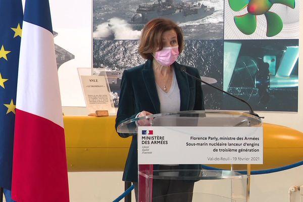 Florence Parly, ministre des Armées, en visite au centre d'essais de la Direction générale de l'armement situé à Val-de-Reuil.