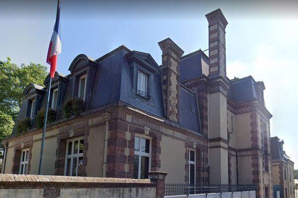 Les 31 000 habitants de Dreux, dans le département d'Eure-et-Loir, avaient le choix entre dix candidats.