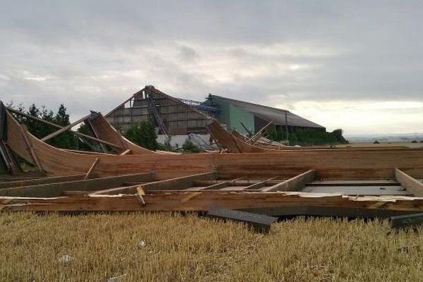 Un hangar de la coopérative agricole Agrial à Saint-Aignan de Cramesnil (Calvados), le samedi 27 juillet