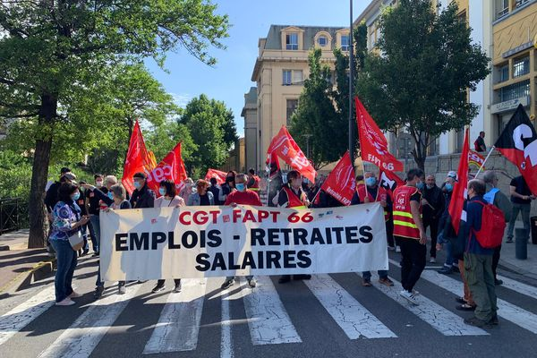 Les postiers sont en grève dans tout le département, ici à Perpignan