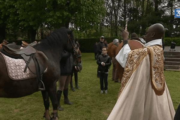 Plusieurs dizaines de chevaux ont été bénis le 1er mai à Pontmain (53)