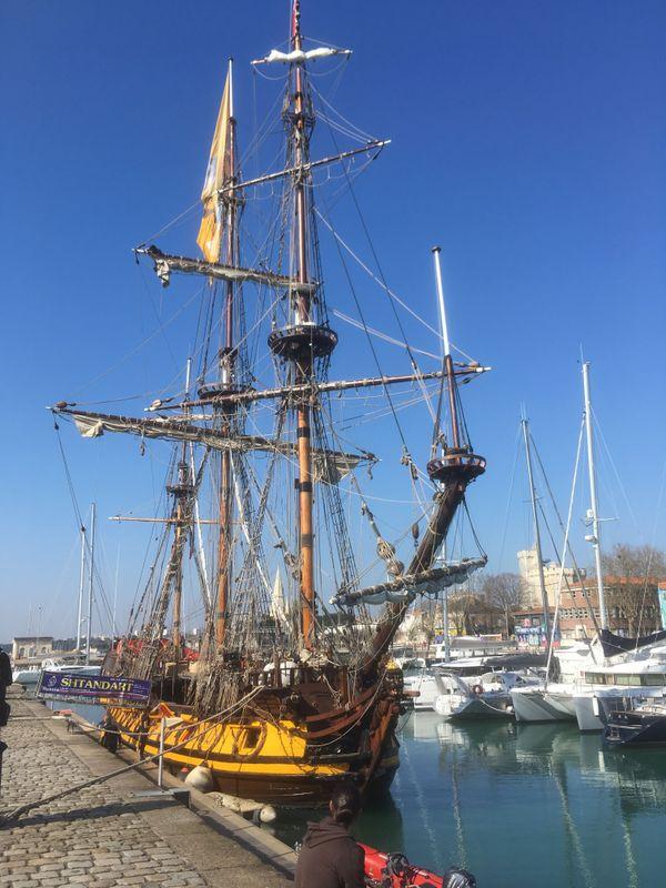 Le Shtandart, dans le bassin des chalutiers, à La Rochelle.