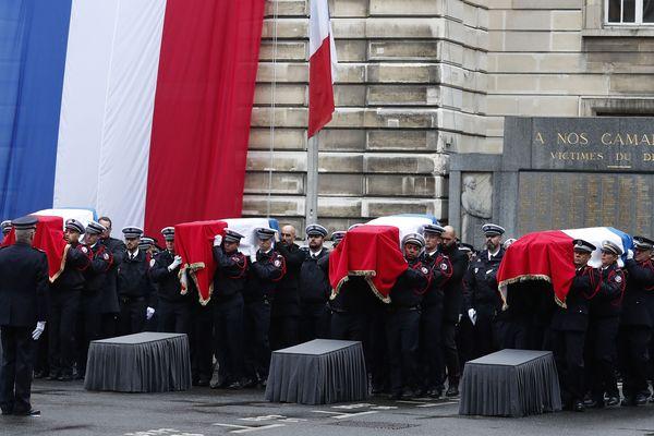 L'hommage aux policiers tués par Mickaël Harpon.