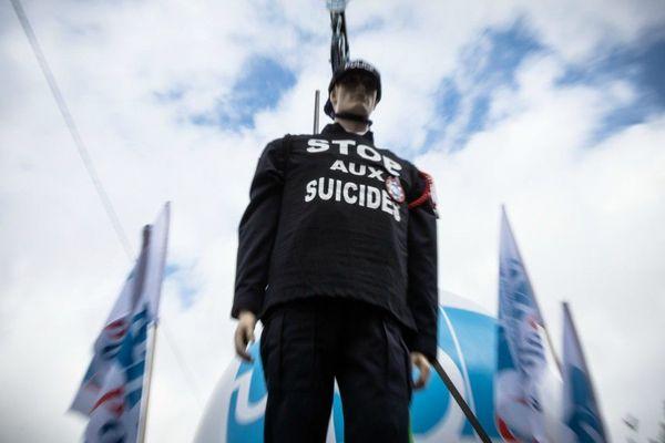En octobre 2019, des policiers avaient manifesté pour dénoncer leurs conditions de travail et le nombre de suicides qui avait explosé.