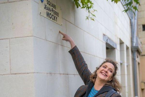 L'actrice Agnés Soral, dans le square qui porte désormais le nom du réalisateur
