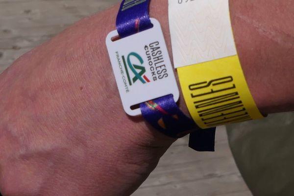 Ce petit bracelet sera votre porte monnaie pendant le festival des Eurocks.