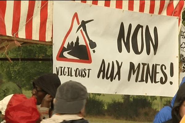 Uzel (22) : manifestation contre les projets miniers en Bretagne