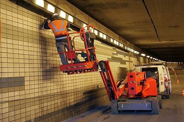 Montpellier - travaux d'entretien dans le tunnel de la Comédie - archives