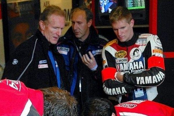 Jean-Claude Olivier (à gauche) lors des 24 heures du Mans moto en 2004.