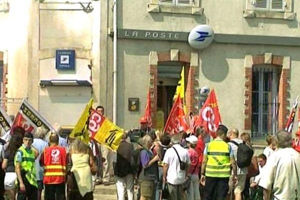 La grève des facteurs d'Aubigny sur Nère, La Chapelle d'Angillon, Argent sur Sauldre, dure depuis 107 jours.