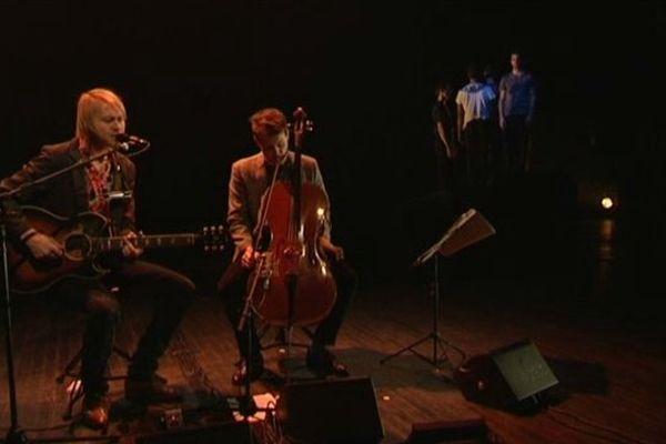 """Le musicien suédois Peter Von Poehl s'est associé au duo de chorégraphes caennais Eric Lamoureux et Hella Fatoumi pour le projet """"Waves"""""""