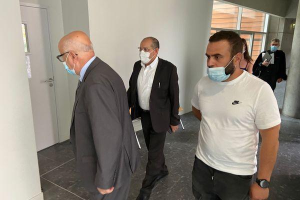 L'imam de Toulouse (au centre) , Mohamed Tataiat, accusé de provocation à la haine raciale a été relaxé par le Tribunal Correctionnel de Toulouse.