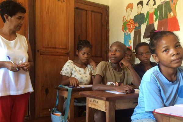 Corinne Bian-Rosa est en mission humanitaire à Madagascar. Elle a assisté à l'inauguration d'une station de traitement des boues ainsi qu'à la visite d'un centre d'alphabétisation dans la commune de Majunga.