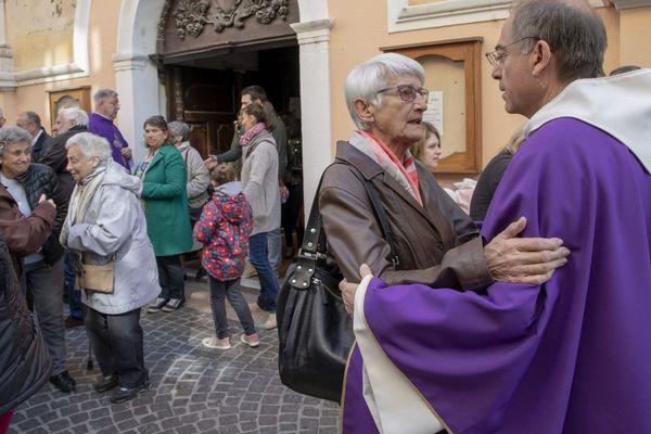 07/04/2019 - La nouvelle de la suspension du père Gilles-Marie Lecomte à la suite d'un dépôt d'une plainte pour attouchements sexuels, a fortement secoué les paroissiens, ce dimanche matin à Martigues.