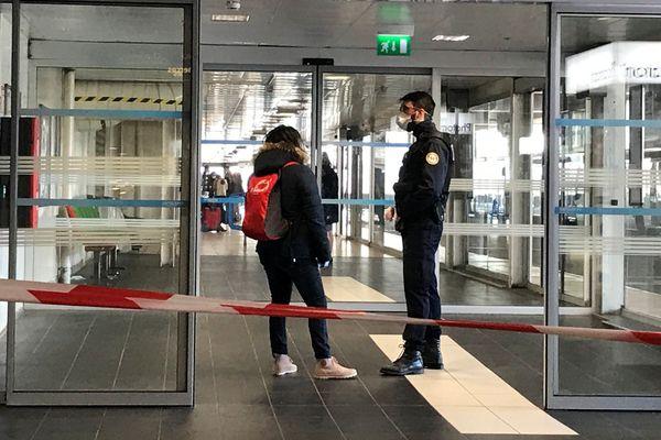 Un périmètre de sécurité a été mis en place en gare routière de Lyon Perrache lundi 24 février 2020