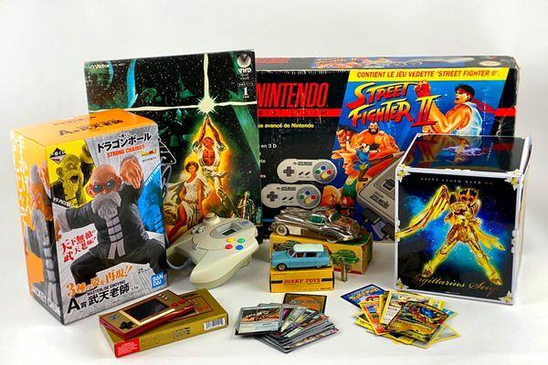 La vente organisée par Ouest Enchères Publiques proposera 350 lots dont d'anciennes consoles de jeu.