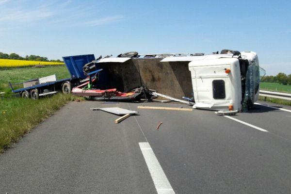 Un poids lourd couché sur la chaussée entraine la fermeture de l'A81 entre Evron et Laval est