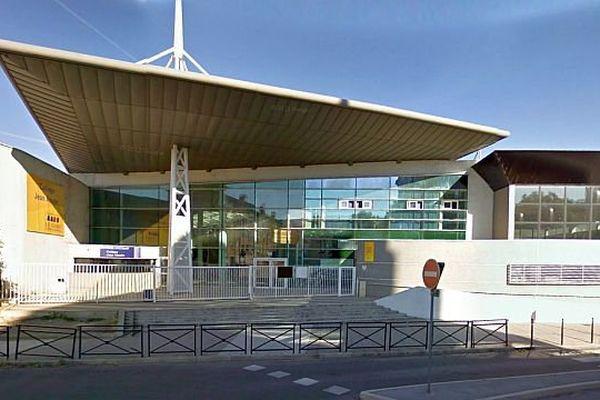 Alès (Gard) - le collège Jean Moulin - archives