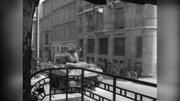 Le char Verdun pénètre dans la Valette du Var dans la nuit du 14 au 15 août 1944.