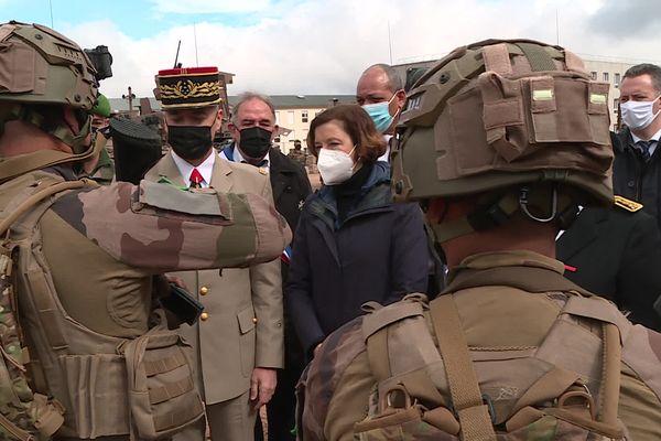 Florence Parly, la ministre des armées en visite sur le camp militaire du Larzac à l'occasion de la cérémonie de la bataille de Camerone.