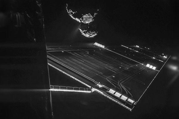 Photo de la comète prise le 7 octobre 2014 par la sonde Rosetta.  A 800 millions de km de la Terre.