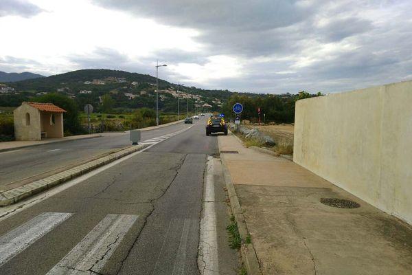 C'est sur cette route entre Albitreccia et Pietrosella, qu'un automobiliste a renversé un cycliste vendredi matin avant de prendre la fuite.